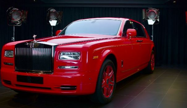 the most expensive rolls royce phantom is made of too much grams of gold 336 faceted diamonds. Black Bedroom Furniture Sets. Home Design Ideas