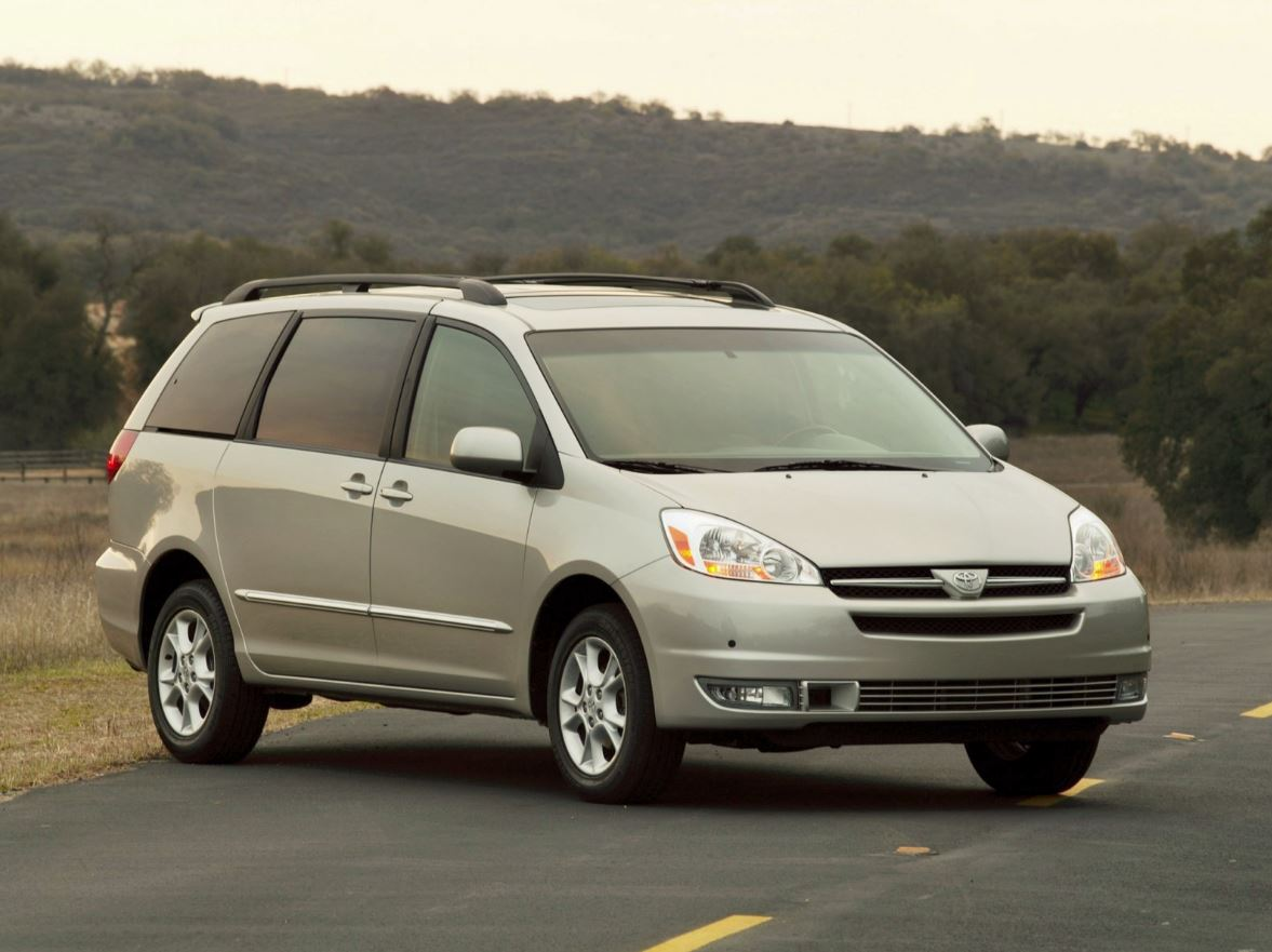 toyota sienna 2005 one of the best available minivans for today. Black Bedroom Furniture Sets. Home Design Ideas