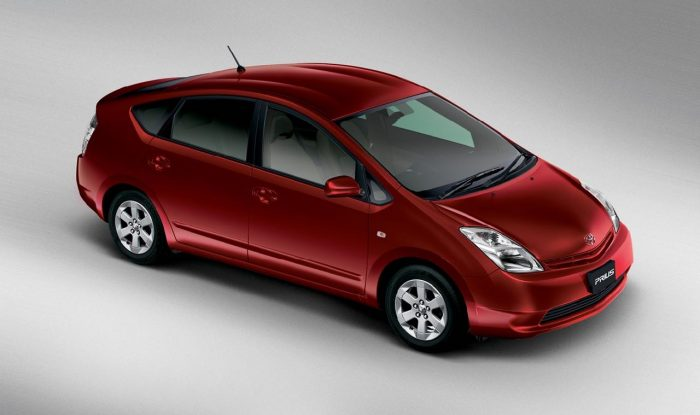 toyota prius history and evolution of the first hybrid manufactured in series. Black Bedroom Furniture Sets. Home Design Ideas