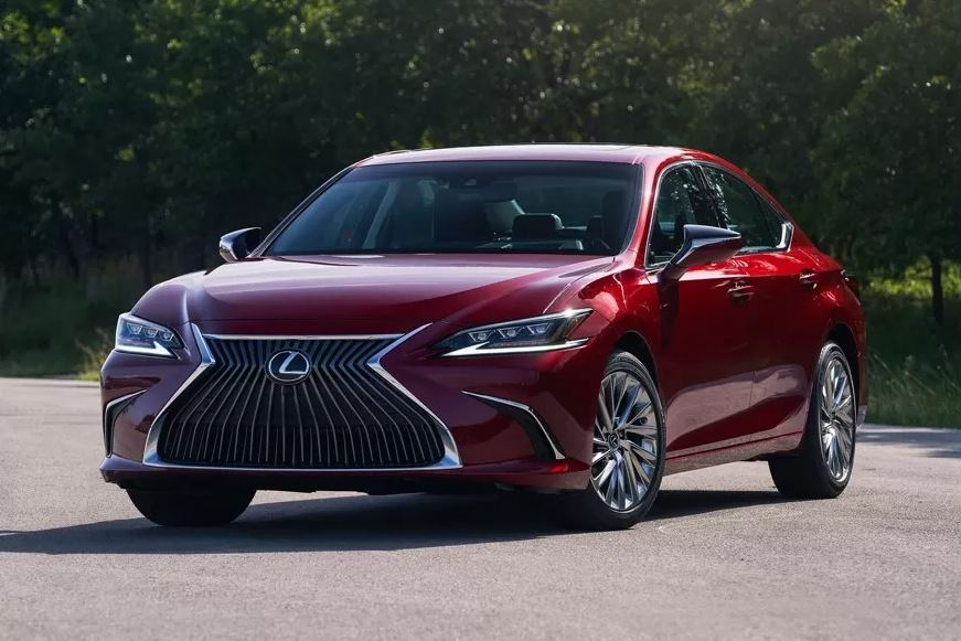 Lexus ES gets all-wheel drive for the first time in its 30-year history